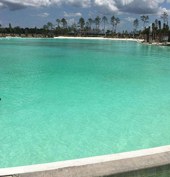 blue water in crystal lagoon